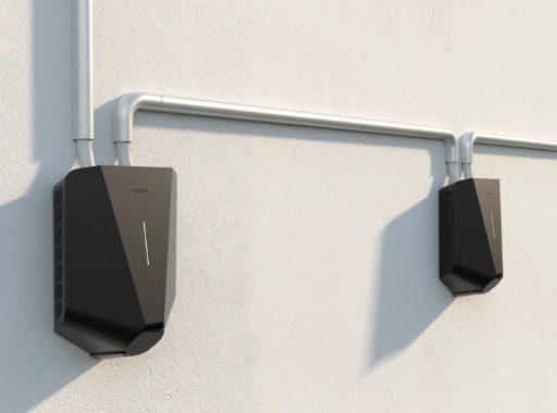 2x Easee Home installerad på stenvägg. Ett alterantiv för dig med två elbilar